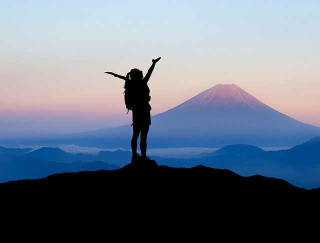 「山と食欲と私」表紙の下に隠された登山の秘密
